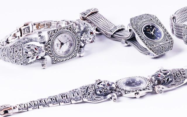 Серебряные часы с леопардами